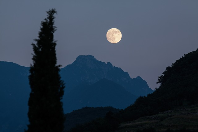 Why You Can't Miss Tonight's Full Moon